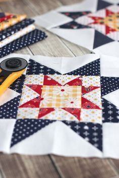 Quilt Block Tutorial - Block from Meet the Makers Free video Quilt Block Tutorial and Fabric Requirements for block from Meet the Makers by Riley Blake Designs. Featuring Gingham Girls and Sunnyside Ave. Star Quilt Blocks, Quilt Block Patterns, Pattern Blocks, Block Quilt, Patchwork Patterns, Sewing Patterns, Quilting Tutorials, Quilting Projects, Sewing Projects