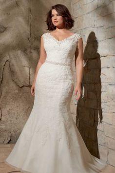 Wedding dresses lace plus size curvy bride 37 ideas Plus Wedding Dresses, Dresses Short, Classic Wedding Dress, Gorgeous Wedding Dress, Plus Size Wedding, Wedding Gowns, Casual Wedding, Bridal Gowns, Lace Dress Styles