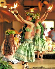 Introductory Dance to the Luau Kalamaku Imu opening ceremony, Kauai, Hawaii ...