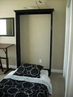 Murphy Bed-DIY-Could use one for a guest room! Easy Diy Projects, Home Projects, Project Ideas, Camas Murphy, Murphy-bett Ikea, Diy Bett, Modern Murphy Beds, Murphy Bed Plans, Twin Size Murphy Bed