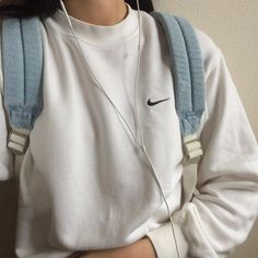 Look wonderful collection of girls' hoodies and sweatshirts for your saturday and sunday style. Mode Outfits, Casual Outfits, Fashion Outfits, Womens Fashion, Diy Outfits, Chill Outfits, Nike Fashion, Grunge Outfits, Ladies Fashion