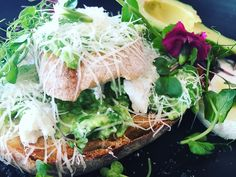 Smashed peas, sprouts, ricotta and avocado - on sour dough I Love Food, Good Food, Yummy Food, Delicious Vegan Recipes, Healthy Recipes, Clean Eating Recipes, Healthy Eating, Healthy Lifestyle Tips, Avocado Recipes