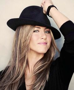 Jennifer Aniston  ( I don't know how to spell her last name )