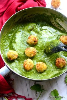 Corn koftas made with fresh corn kernels dunked into a creamy spinach curry is healthy and lip-smacking delicious. Veg Recipes, Curry Recipes, Indian Food Recipes, Vegetarian Recipes, Cooking Recipes, Healthy Recipes, Vegetarian Smoothies, Recipies, Cooking Ribs
