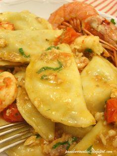 artichoke ravioli with shrimp sauce Italian Pasta, Italian Dishes, Italian Recipes, Italian Meals, Italian Cooking, Gnocchi, Italian Food Restaurant, Italian Restaurants, Wan Tan