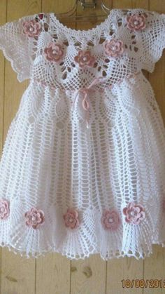 See how easy it is to make this beautiful dress in crochet patterns FREE SCHEME … - Baby Dress what a beautiful crochet dress model I found very delicate pattern see step by step free One of the most popular categories where you can find a lot of free Crochet Dress Girl, Crochet Baby Dress Pattern, Baby Dress Patterns, Baby Girl Crochet, Crochet Baby Clothes, Crochet For Kids, Knit Crochet, Crochet Patterns, Crochet Dresses