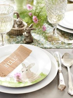 Easter table..... bunny plates.  Adorable!
