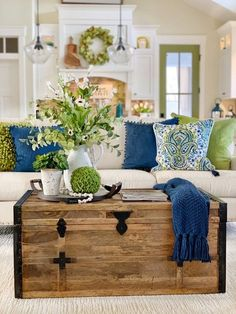 Feature Friday: Plaids and Poppies – Southern Hospitality Feature Friday: Mantas e Papoilas – Southern Hospitality Cozy Living Rooms, Living Room Furniture, Home Furniture, Coastal Living, Wooden Furniture, Furniture Ideas, Country Furniture, Coastal Style, Colorful Living Rooms