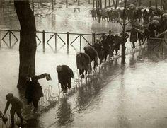"""Paris inondations de 1924, photo Henri Manuel"" https://tweetdeck.twitter.com/"