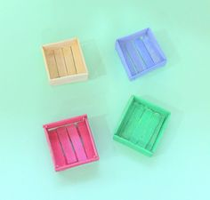 DIY Mini Crates made out of PopsiclesHow cute are these? Theyre super cheap to make and dont take a lot of time either. Bonus you can use these mini crates in so many cute and rustic ways: use them. Diy Barbie Furniture, Fairy Furniture, Dollhouse Furniture, Mini Craft, Craft Stick Crafts, Craft Stick Projects, Plate Crafts, Sticks Furniture, Barbie Doll House