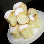 Ceske Buchty - Soft, Stuffed Czech Rolls - Recipe in Czech Czech Recipes, Russian Recipes, Snack Recipes, Cooking Recipes, European Cuisine, Good Food, Yummy Food, Bread And Pastries, Desert Recipes