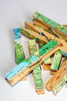 Clothes pins covered with repurposed maps - 8 pins with original maps Map Crafts, Diy And Crafts, Crafts For Kids, Arts And Crafts, Craft Projects, Projects To Try, Map Globe, Thinking Day, Travel Themes