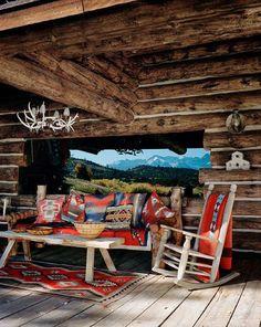 Sur la terrasse du Lodge House, les tissus navajos égaient les meubles robustes et rustiques. Dans l... - François Halard