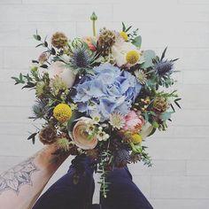 .:. B o u q u e t  Bouquet du jour  #bouquet #flower #fleurs #floral #nature #flowers #fleuriste #fleuristelille #lefleuriste #florist #renoncule #craspedia #scabieuse #hydrangea #eucalyptus #sweetcolor #springtime #spring #bloom