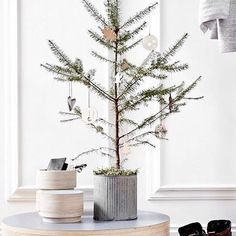 Christmas gift guide on the blog today with my picks of handcrafted Nordic items from @noorverk  (link in bio!). #christmastree #giftguide #christmaspresents #nordic