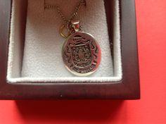 O'Neill family crest pendant