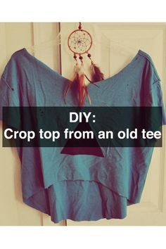 crop top from t shirt DIY: Crop Top from an Old Cotton Tee! This would be great for those cool old T& DIY: Crop Top from an Old Cotton Tee! This would be great for those cool old T& I keep finding at Goodwill! Cropped Tops, Blue Crop Tops, Moda Natural, Diy Crop Top, Diy Mode, Old Clothes, Sewing Clothes, Diy Shirt, Diy Tshirt Ideas