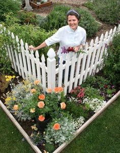Love this idea for the front yard:Vegetables and edibles inside the fence, flowers along the outside.