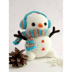 Crochet Amigurumi Ideas Christmas crochet - Free crochet snowman pattern - Here's a free snowman amigurumi pattern, with earmuffs! Get the free pattern from Amigurumi Today. Crochet Snowman, Christmas Crochet Patterns, Crochet Christmas Ornaments, Holiday Crochet, Christmas Tree, Crochet Gratis, Crochet Patterns Amigurumi, Cute Crochet, Crochet Dolls