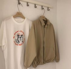 coffee café light beige white light aesthetic beige aesthetic minimalistic clothes kawaii ethereal beauty japanese aesthetic korean fashion style street style white aesthetic r o s i e Brown Aesthetic, Cream Aesthetic, Graphic Sweatshirt, T Shirt, Indie, Look Cool, Pull, Korean Fashion, Style Me