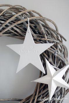 Christmas wreath and star ornaments Minimal Christmas, Natural Christmas, Simple Christmas, Winter Christmas, Christmas Time, Christmas Wreaths, Christmas Crafts, Merry Christmas, Christmas Decorations