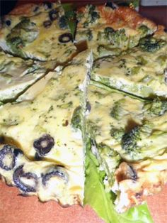 omleta cu broccoli si masline Quiche, Zucchini, Chicken, Meat, Vegetables, Breakfast, Morning Coffee, Quiches, Vegetable Recipes
