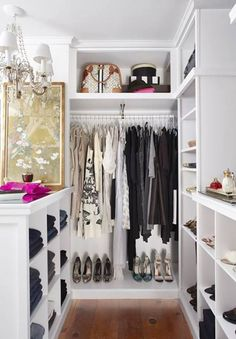 Collection of closet designs to organize your master bedroom, bring comfort and luxury into your home organization. Walk in closet design ideas Modern bedroom design with walk-in closet and sliding doors Custom-built walk-in closets are luxurious Dressing Chic, Dressing Ikea, Small Dressing Rooms, Walk In Closet, Closet Space, White Closet, Small Walk In Wardrobe, Corner Closet, Open Wardrobe