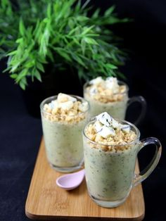 Cream of zucchini soup with crumble Batch Cooking, Healthy Cooking, Cooking Recipes, Sweet Recipes, Veggie Recipes, Vegetarian Recipes, Salty Foods, Butter, Winter Food