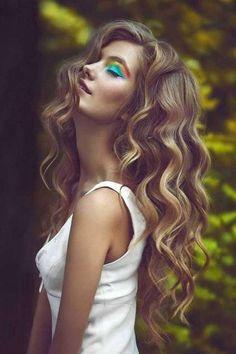 Capelli lunghi: 50 tagli per il 2017 - Hairstyle extra lungo mosso ondulato