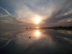 """Illan rauha ©Markus: """"Veneilemässä Porin edustalla, mieletön tyyni meri ja upea auringon heijastus. Suomalaisen sielu lepää!"""""""