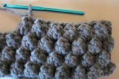 Come fare il punto nocciolina all'uncinetto Crochet Bobble, Bobble Stitch, Manta Crochet, Crochet Hats, Beginner Crochet Tutorial, Crochet For Beginners, Crochet For Kids, Silk Ribbon, Knitting Stitches