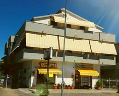 Marina Silvi Silvi Marina Situated 12 km from Pescara and 49 km from San Benedetto del Tronto, Marina Silvi offers pet-friendly accommodation in Silvi Marina. The unit is 23 km from Chieti. Free private parking is available on site.