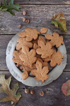 An Autumnal baking day! ...Mmmmmm!  Crispy leaf biscuits!