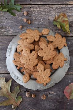 An Autumnal baking day! ...Mmmmmm!  Crispy leaf biscuits!