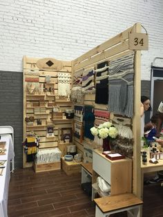 Woven Craft Renegade Craft Fair Brooklyn 2015 - Woven Wall Hangings and Weaving Tools Market Stall Display, Market Displays, Market Stalls, Craft Show Booths, Craft Booth Displays, Display Ideas, Booth Ideas, Pallet Display, Craft Font