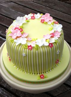 #Cute Pastel shades #Cake with pretty #Flowers - We love and had to share! Great #CakeDecorating!