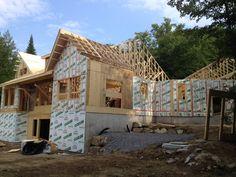 Construction d'une charpente de maison /  Wood house framing