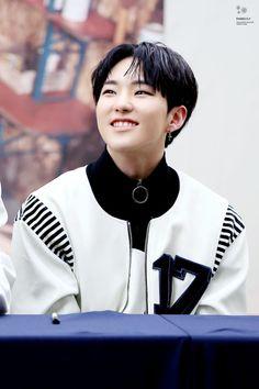 🐥 Kwon Soonyoung (Hoshi) // i love him sm :(( Woozi, Jeonghan, Wonwoo, Hoshi Seventeen, Seventeen Debut, Seventeen Performance Unit, Choi Hansol, Adore U, Pledis 17