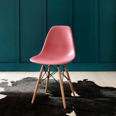 Retro Chair in Pink - Chairs & Armchairs - Chairs - Furniture
