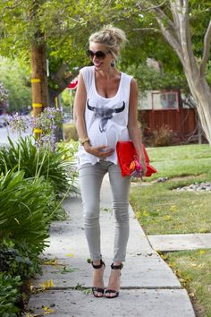 Third trimester #maternity style (with AG Secret Fit Belly jeans from @destinationmat)