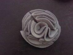 Broche de rosa hecho a mano con fieltro :)