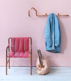 #DIY Coat hooks made out of copper tubes - #101woonideeen.nl - Dutch interior and crafts magazine