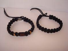Pulseiras feitas com cordão de couro. Visite o meu BLOG: saulrogerioartesanato.blogspot.pt