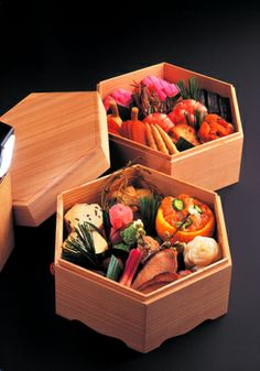 Japanese festive foods for the New Year, Osechi おせち料理 Bento Japanese New Year, Japanese Lunch Box, Japanese Dishes, Japanese Food, Okonomiyaki Recipe, New Year's Food, Bento Recipes, Sushi, Bento Box
