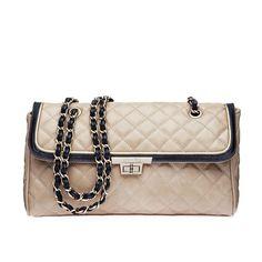 Bolsa Tiracolo de couro em matelassê e alça de corrente.Tamanho: 18 x 30 x 9 cm.