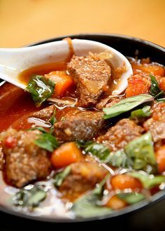 Vietnamese Beef Stew (Bò Kho) ♥ Ordinary Miracles and the Crazy 9    I made this last nite.  It is SO good!