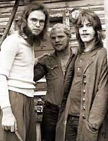 ZZ Top es una banda estadounidense de blues rock y hard rock formado en 1970 en Houston, Texas. Este power trio lo conforman Billy Gibbons en la voz y guitarra, Dusty Hill en el bajo y Frank Beard en la batería.