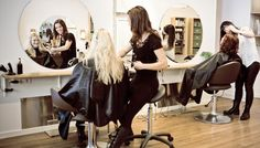 Take lessons at American Beauty Institute to learn more about cosmetology~⠀ by Beauty Institute My Hairstyle, Cool Hairstyles, Party Hairstyles, Hairstyles Haircuts, Fashion Casual, Man Fashion, Best Hair Salon, Salon Business, Business News