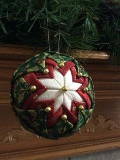 How to make a Quilted Ornament Ball - Christmas decoration - Quilted Christmas ornament. So pretty and easy to make. Sewn Christmas Ornaments, Folded Fabric Ornaments, Quilted Christmas Ornaments, Christmas Sewing, Christmas Crafts, Christmas Balls, Christmas Projects, Holiday Crafts, Fabric Christmas Decorations