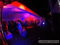 ILUMINACION: En esta fiesta de disfraces apoyamos con iluminación led y un poco de humo,  con colores rojos y azules, una noche de terror !!